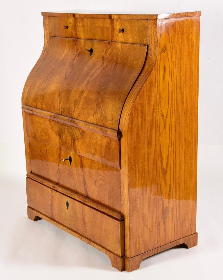 Wood Großartiger Biedermeier Sekretär Aus Stark Gemarserten Eschenholz Um, 1825  For Sale