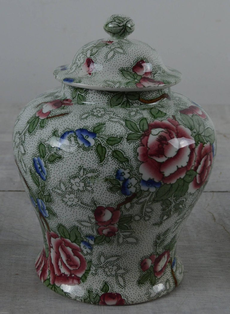 Chinoiserie Group of Three Pieces of Chinese Rose Pottery, English, 1920s For Sale