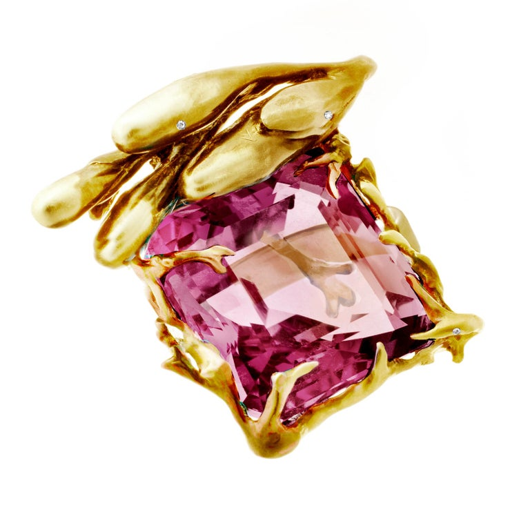 Cushion Cut GRS Cert. 17.03 Ct Pink Burma Spinel 18 Kt Gold Pendant Necklace by the Artist For Sale
