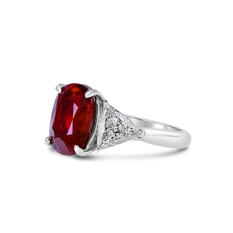 Contemporary GRS Certified 4.26 Carat Vivid Red Ruby and Diamond Solitaire Ring For Sale