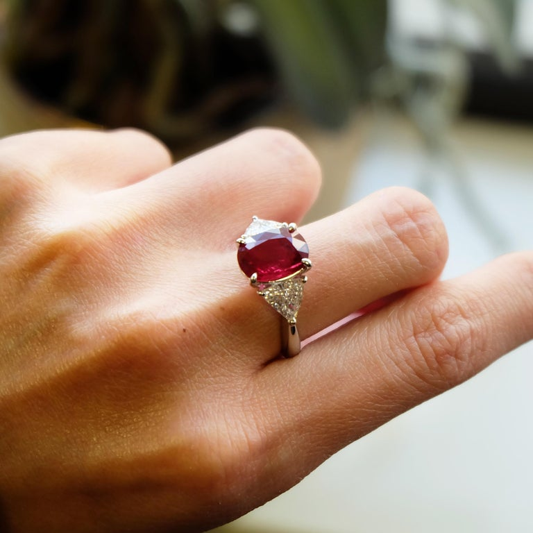 Women's or Men's GRS Certified 4.26 Carat Vivid Red Ruby and Diamond Solitaire Ring For Sale
