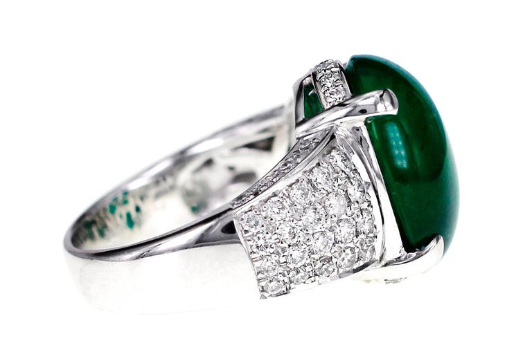 Contemporary GRS Certified 9.55 Carat Colombian Emerald and Diamond Wedding Ring in Platinum For Sale