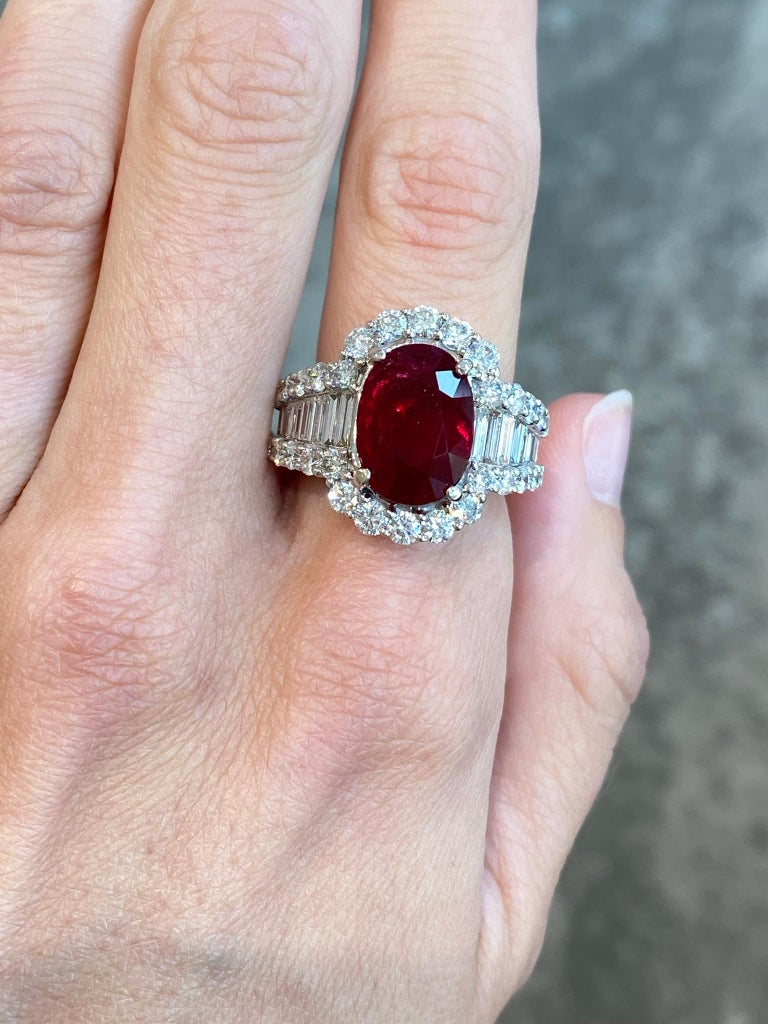 Oval Cut GRS Certified GRS Certified Ruby and Diamond Art Deco Cocktail Ring in 18KT Whit For Sale