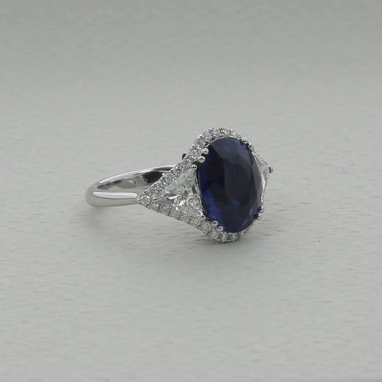 Contemporary  5.07 Carat No Heated Blue Sapphire Cocktail Ring Trillion/Round Cut Diamonds  For Sale