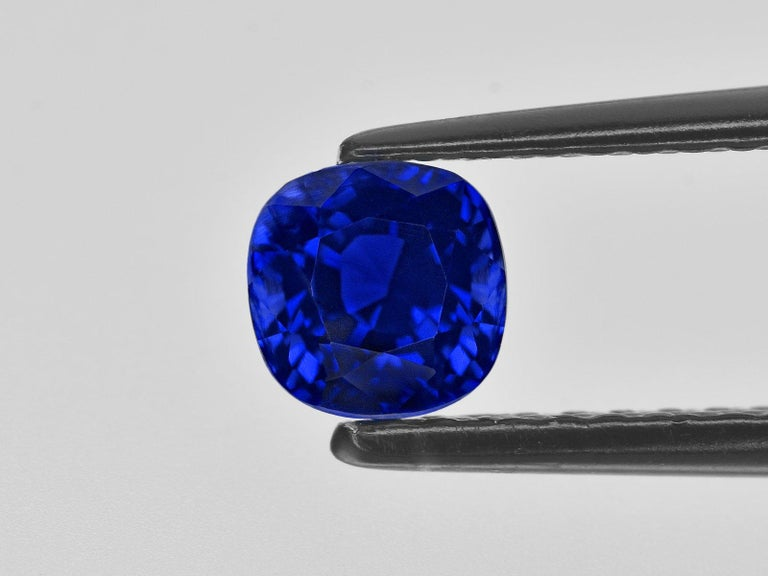Modern GRS Switzerland 3.50 Carats Vivid Royal Blue Sapphire Pear Cut Cocktail Ring For Sale