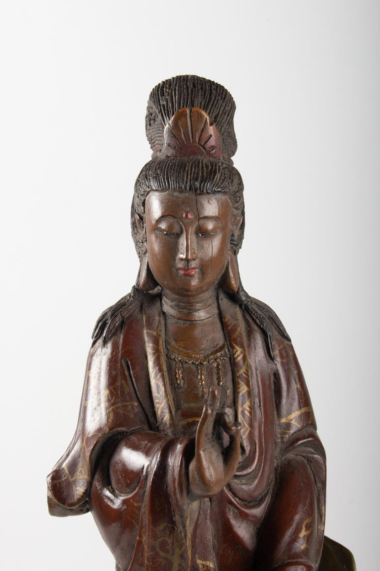 Guanyin in carved wood and polichrome, China, early 20th century, Asian art Measures: H 56cm, W 16cm, W 15cm.