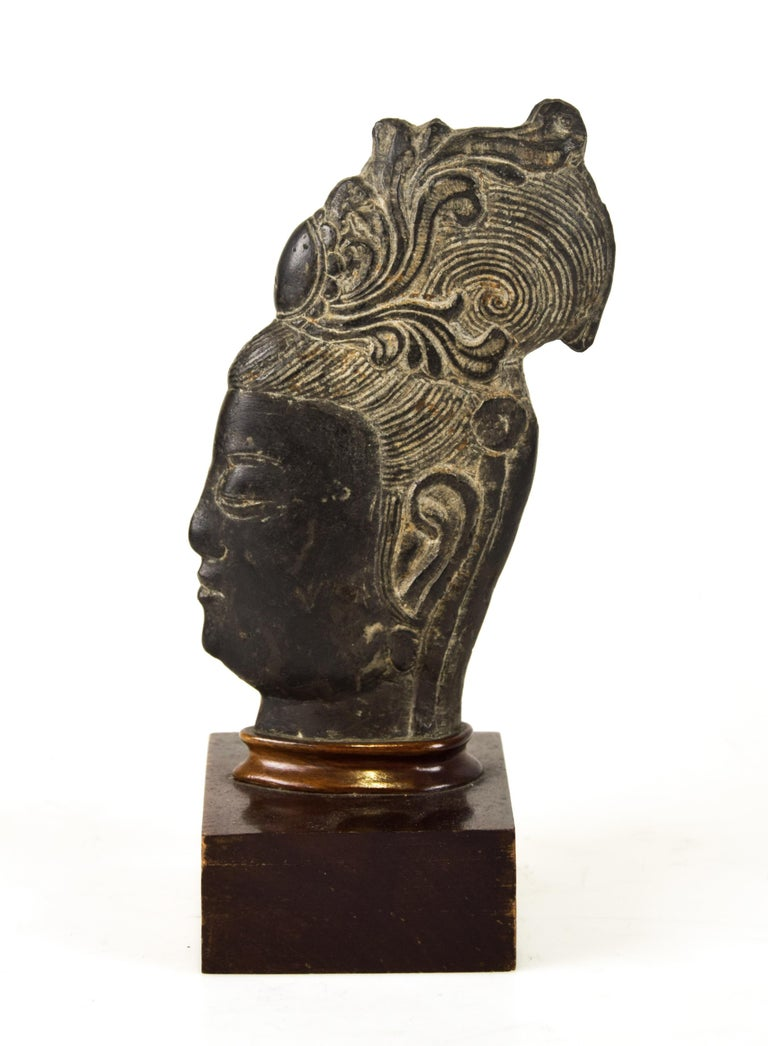 Guanyin's Head, Original Stone Sculpture by Chinese Master, Early 20th Century In Good Condition In Roma, IT