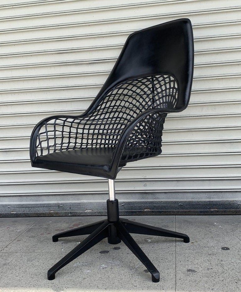 Guapa Chair by Sempere Poli for Midj Spa Made in Italy In Good Condition For Sale In Los Angeles, CA