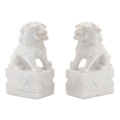 Guardian Set of 2 Lions Hand-Sculpted White Marble Matte Finish