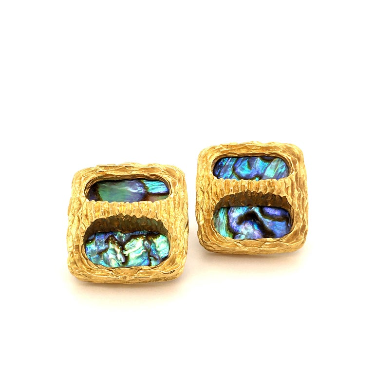 A Pair of classics- these Gübelin Cuff links are worked in 18 Kt Yellow Gold. This collection was famous for the vibrant colored Abalone shell inlays which shine in delightful colors. The 70ies design is very wearable today, as vintage is in