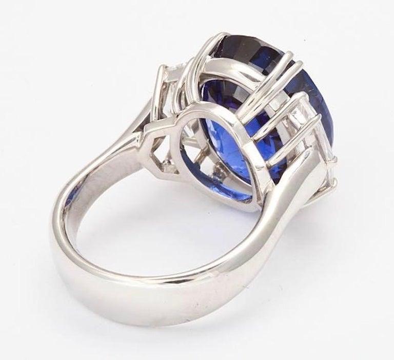 Modern Gübelin Certified Royal Blue Burma No Heat Sapphire Diamond Ring For Sale