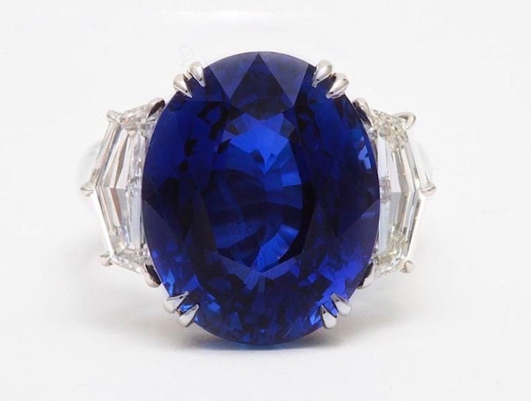 Oval Cut Gübelin Certified Royal Blue Burma No Heat Sapphire Diamond Ring For Sale