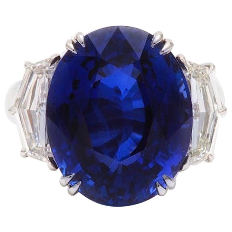 Gübelin Certified Royal Blue Burma No Heat Sapphire Diamond Ring For Sale