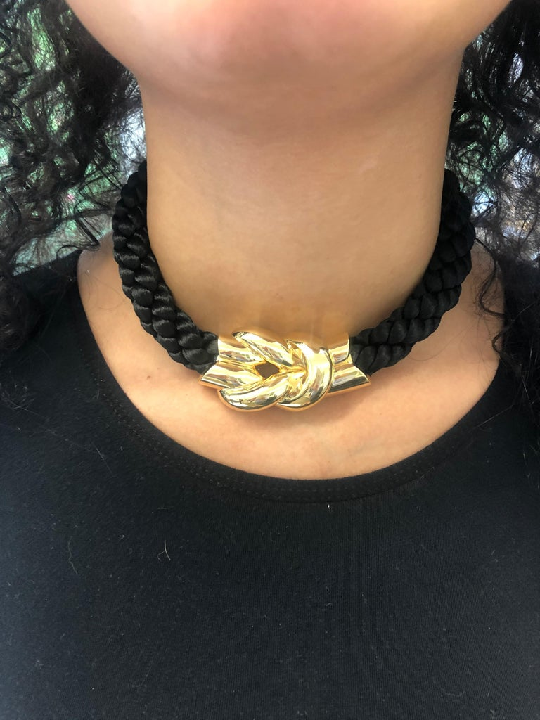 Gubelin Cord Necklace with Knot in 18 Karat Yellow Gold For Sale 4