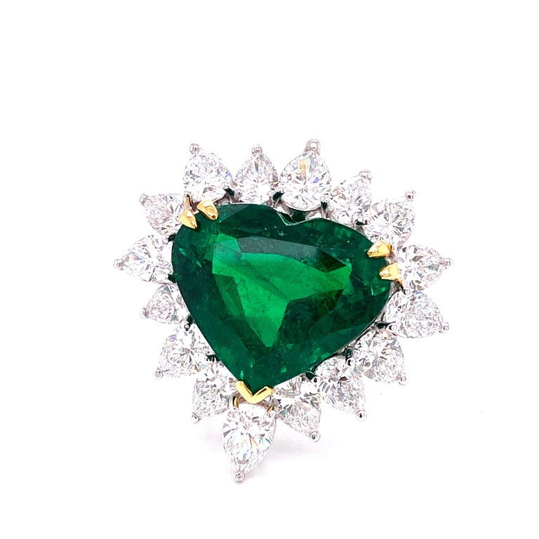 Gubelin Lab Certified Heart Shaped Emerald and Diamonds Ring and Earrings Set For Sale 5