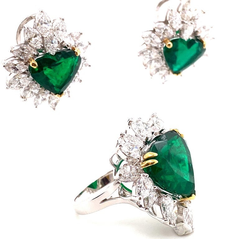 Gubelin Lab Certified Heart Shaped Emerald and Diamonds Ring and Earrings Set In New Condition For Sale In Admiralty, HK
