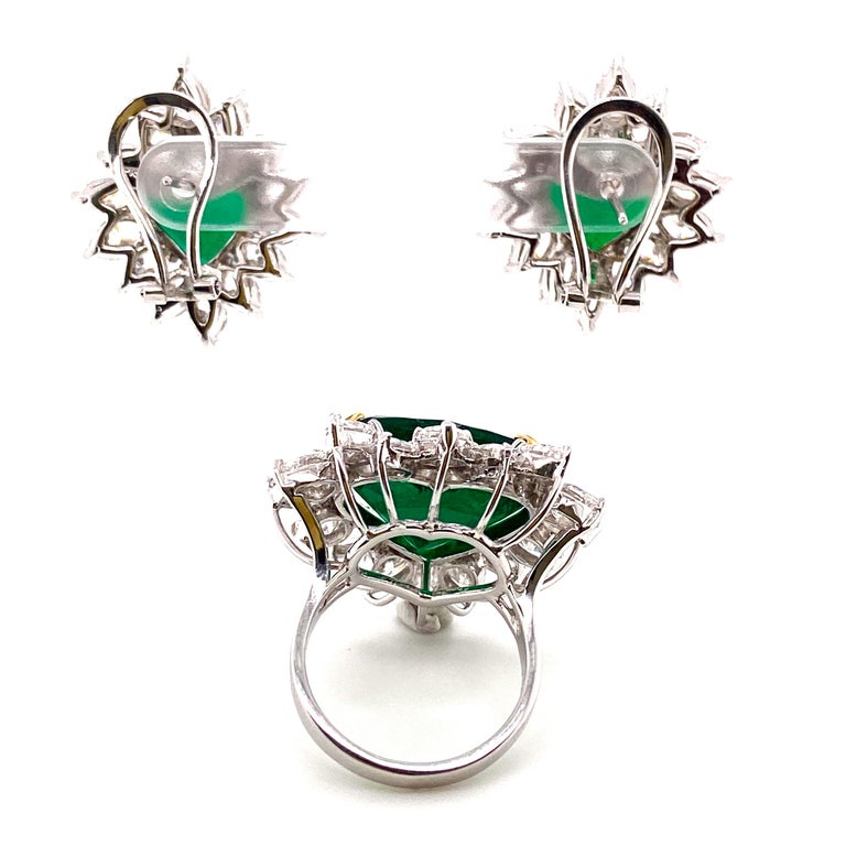 Gubelin Lab Certified Heart Shaped Emerald and Diamonds Ring and Earrings Set For Sale 1