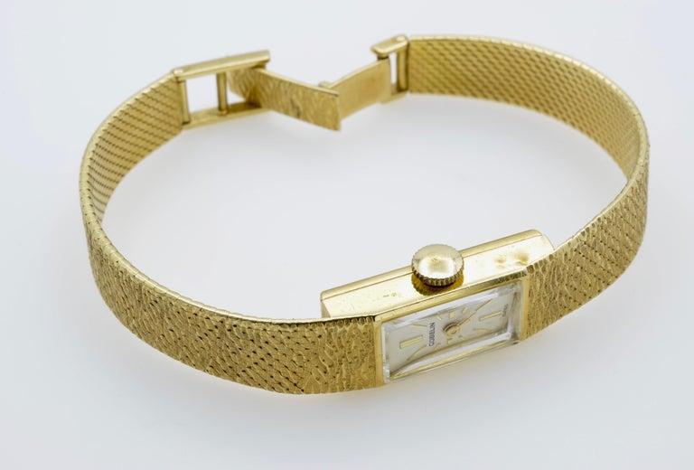 Gubelin Ladies 18 Karat Texture 1970s Swiss Watch Mechanical In Good Condition For Sale In Berkeley, CA