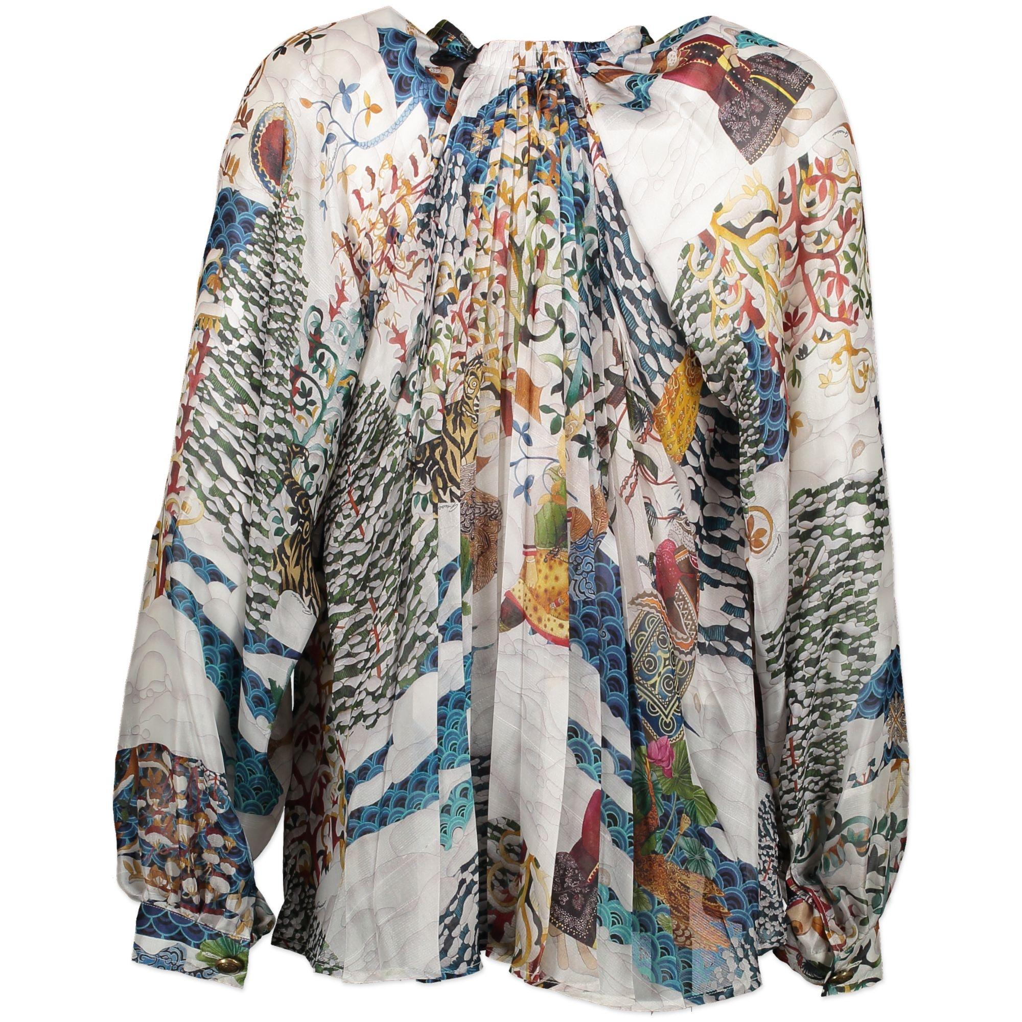8eeed6482 Gucci 100% Silk Printed Blouse - Size 38 For Sale at 1stdibs