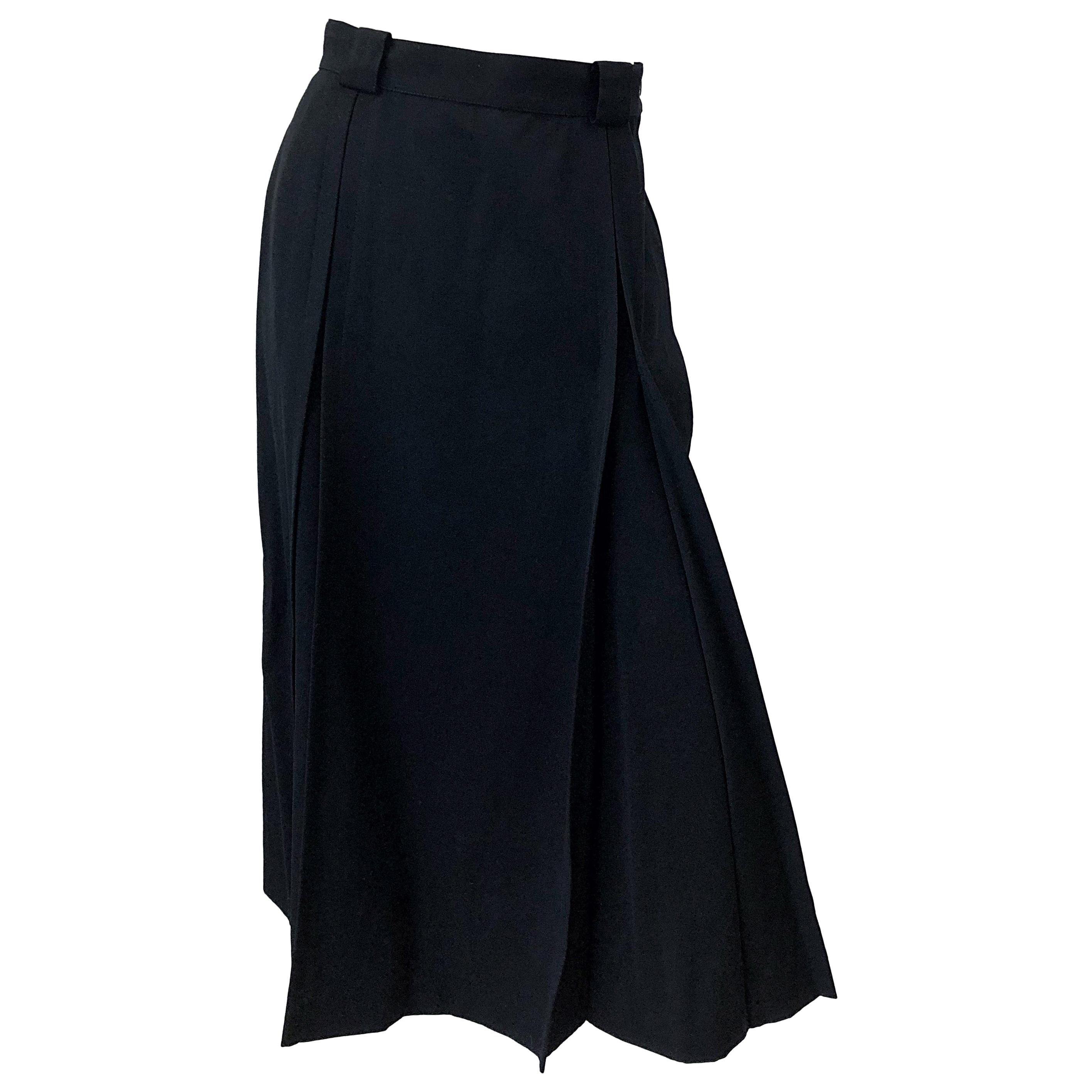 Gucci 1970s Size 42 / US 6 Black Gabardine Wool Vintage 70s Pleated Midi Skirt
