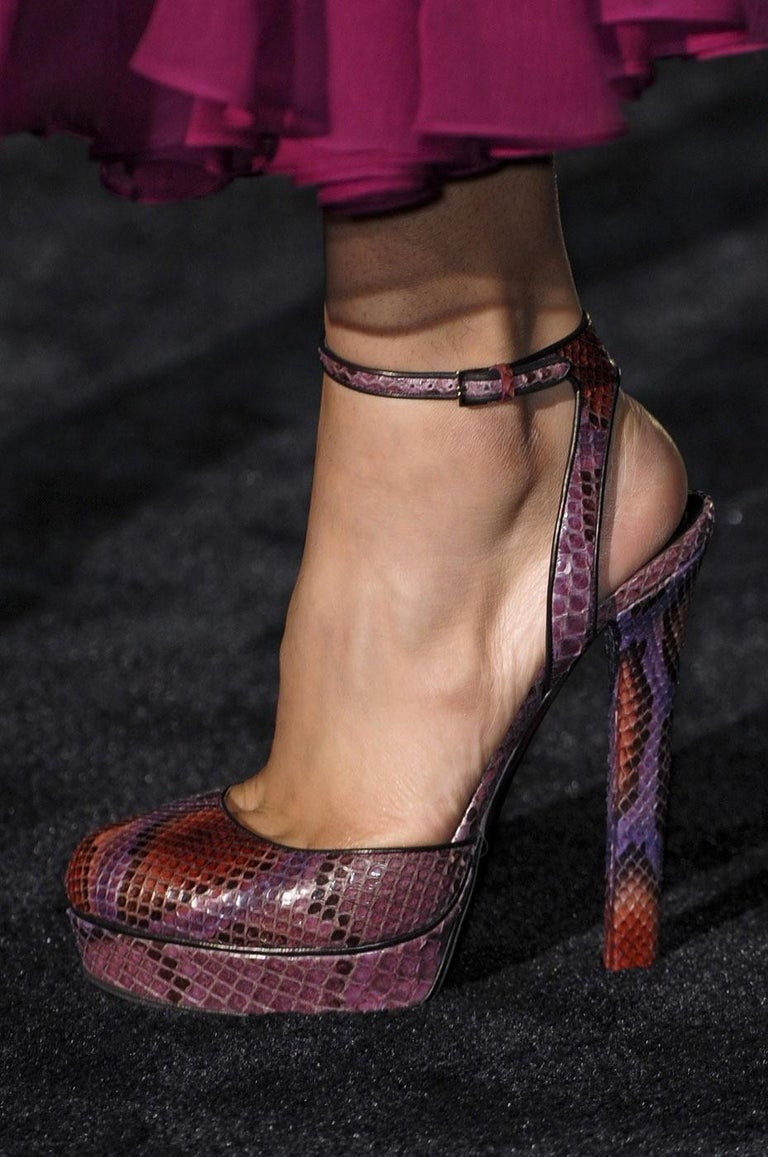Black Gucci 90th Anniversary Ad Runway Python Skakeskin Pump Heels Sz 37.5   $2425 For Sale