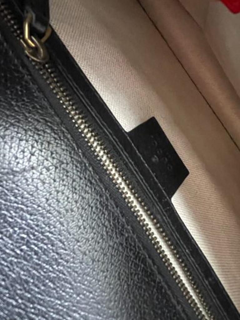 Gucci Animalier Shoulder Bag in Rigid Black Leather with Golden Hardware For Sale 7