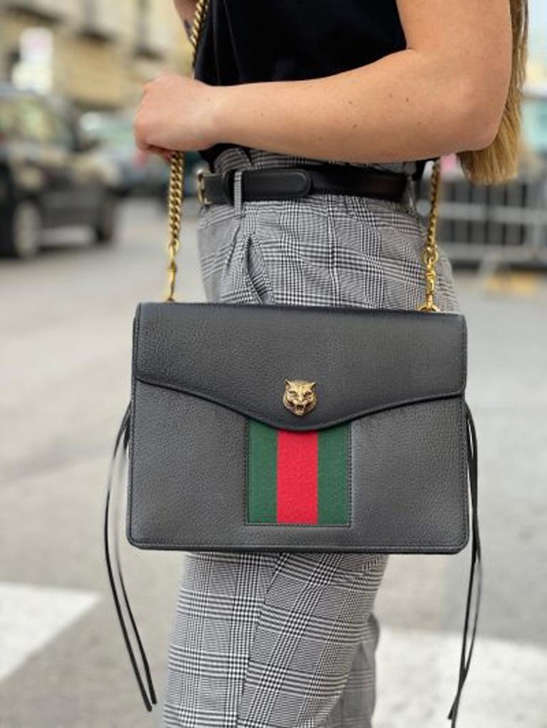 Gucci Animalier Shoulder Bag in Rigid Black Leather with Golden Hardware For Sale 9