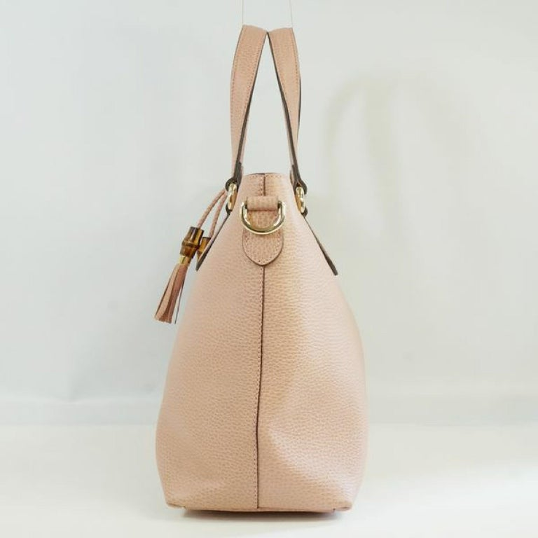 An authentic GUCCI Bamboo Womens tote bag 449642 pink. The color is Pink. The outside material is Leather. The pattern is Bamboo. This item is Contemporary. The year of manufacture would be 1986. Rank SA slightly beautiful goods A slightly upper