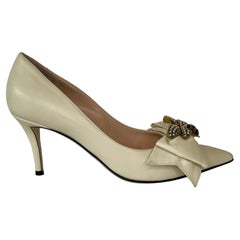 Gucci Bee & Bow Leather Mid-Heel Ivory Pumps (39 EU) 49664