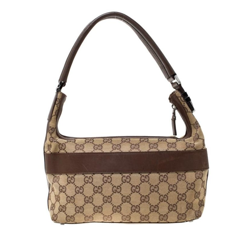 Flaunt your exclusive taste for fashion with this trendy GG canvas and leather handbag. Spacious interior lined with fine fabric promises durability without any compromise. Made by Gucci, it is an immaculate balance of sophistication and rational