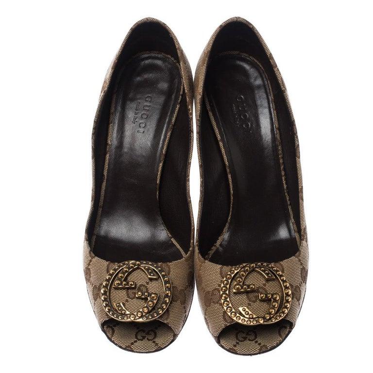 Gucci Beige/Brown Monogram Canvas GG Peep Toe Pumps Size 38 In Good Condition In Dubai, Al Qouz 2