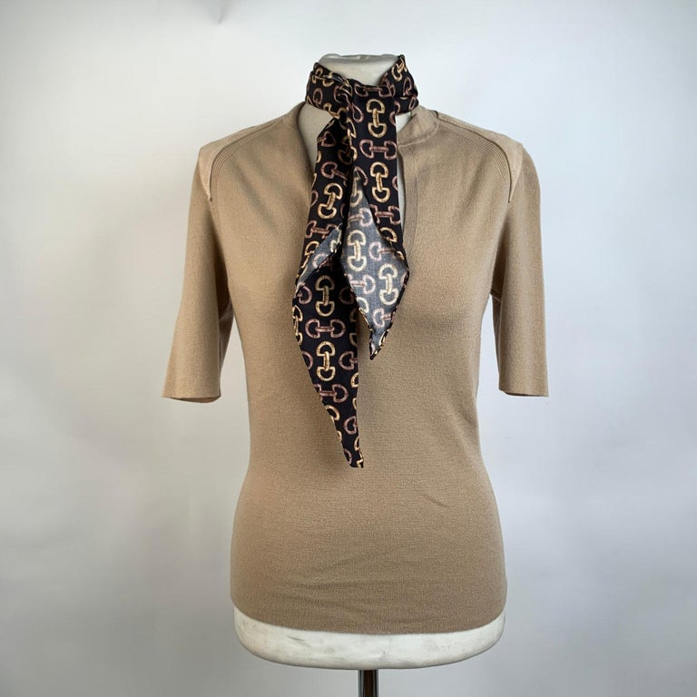 Gucci Beige Cashmere Short Sleeve Jumper Top with Scarf Size S In Excellent Condition For Sale In Rome, Rome