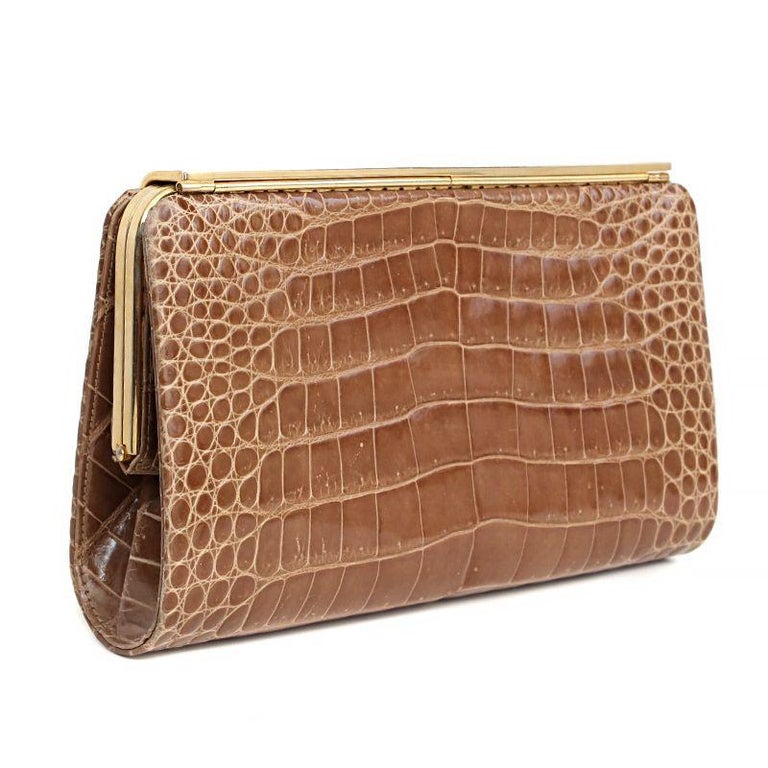 Gucci vintage 1970s clutch in beige crocodile leather. Lined in beige leather with two open pockets against the front and back. Has been carried and is in excellent condition. Comes with dust bag.  Height 12cm (4.7in) Width 20cm (7.8in) Depth 3cm