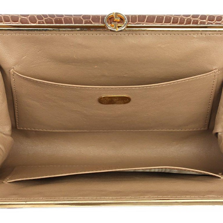 GUCCI beige CROCODILE Clutch Bag VINTAGE In Excellent Condition For Sale In Zürich, CH