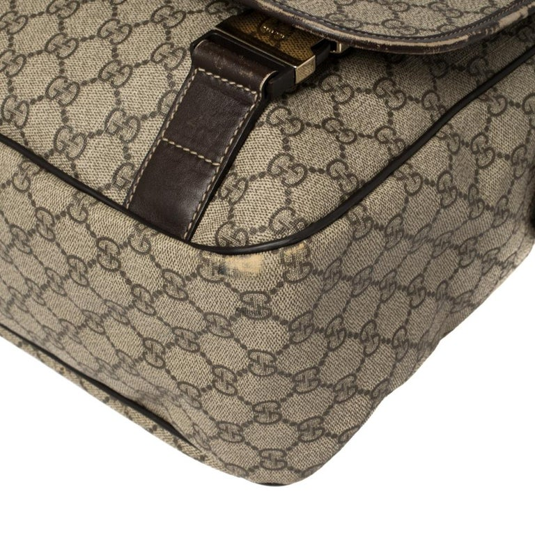 Gucci Beige/Ebony GG Supreme Canvas and Leather Messenger Diaper Bag For Sale 6