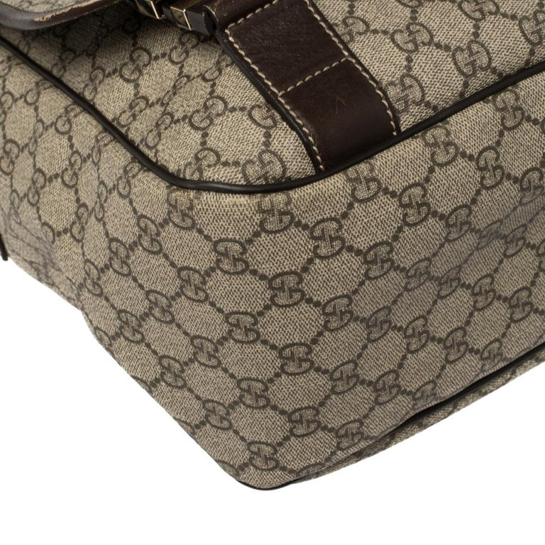 Gucci Beige/Ebony GG Supreme Canvas and Leather Messenger Diaper Bag For Sale 7
