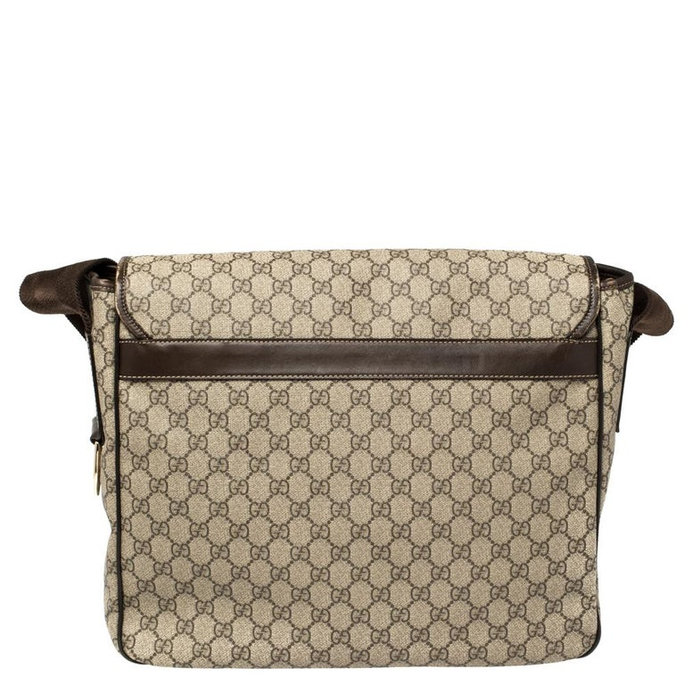 Women's Gucci Beige/Ebony GG Supreme Canvas and Leather Messenger Diaper Bag For Sale