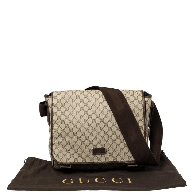 Gucci Beige/Ebony GG Supreme Canvas and Leather Messenger Diaper Bag For Sale 4