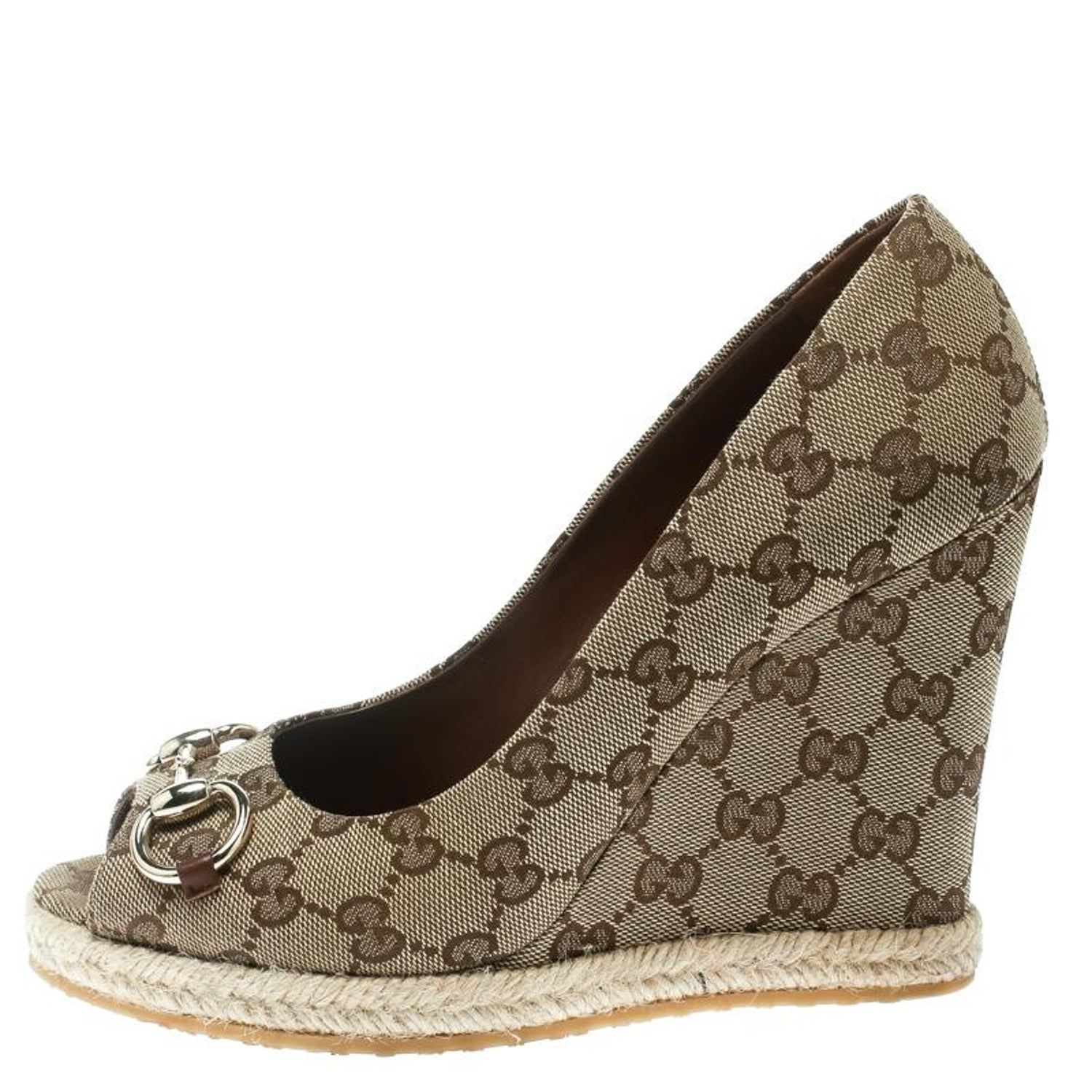 dad83eaf8 Gucci Beige GG Canvas Charlotte Horsebit Peep Toe Wedge Pumps Size 39 For  Sale at 1stdibs