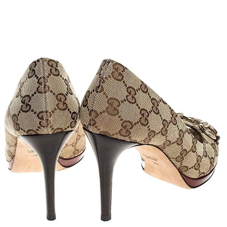 Women's Gucci Beige GG Canvas Horsebit Peep Toe Pumps Size 39 For Sale
