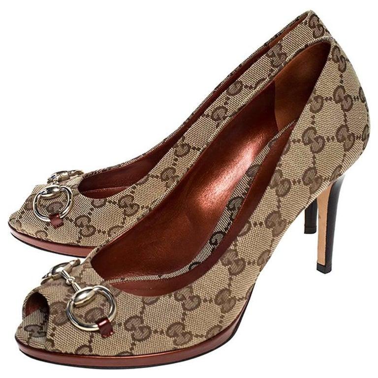 Gucci Beige GG Canvas Horsebit Peep Toe Pumps Size 39 For Sale 1
