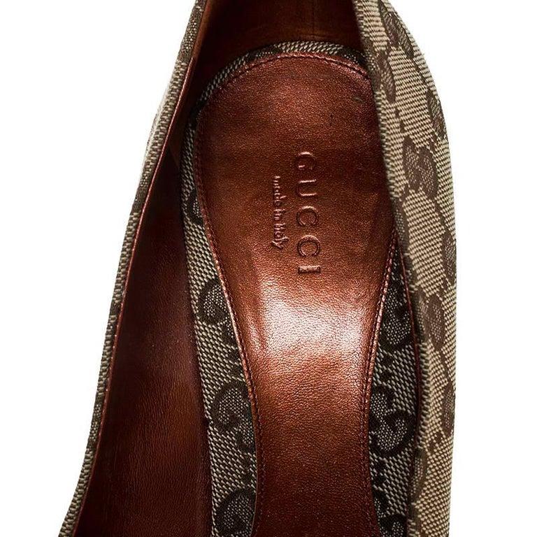 Gucci Beige GG Canvas Horsebit Peep Toe Pumps Size 39 For Sale 2
