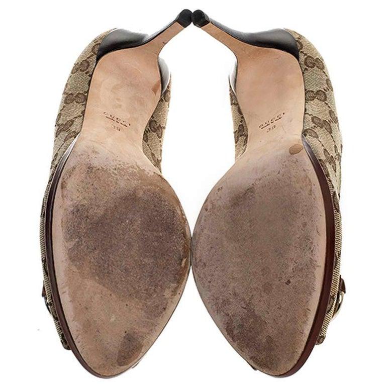 Gucci Beige GG Canvas Horsebit Peep Toe Pumps Size 39 For Sale 3