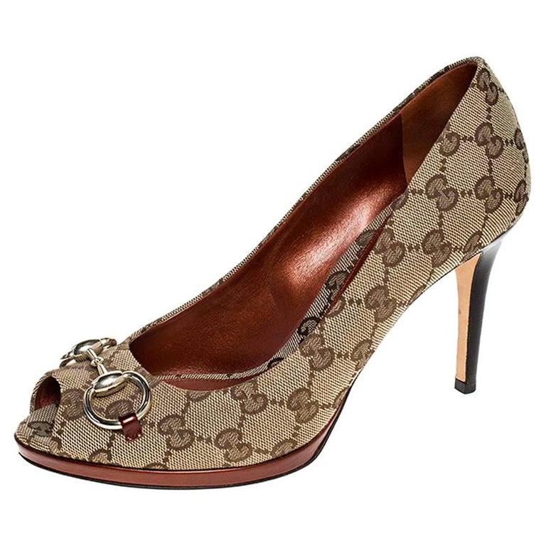 Gucci Beige GG Canvas Horsebit Peep Toe Pumps Size 39 For Sale