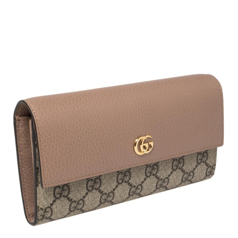 Gucci Beige GG Supreme Canvas and Leather GG Marmont Flap Continental Wallet In New Condition For Sale In Dubai, Al Qouz 2