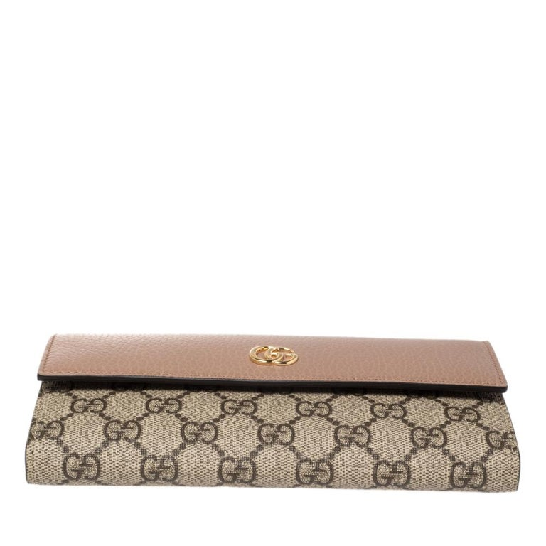 Women's Gucci Beige GG Supreme Canvas and Leather GG Marmont Flap Continental Wallet For Sale