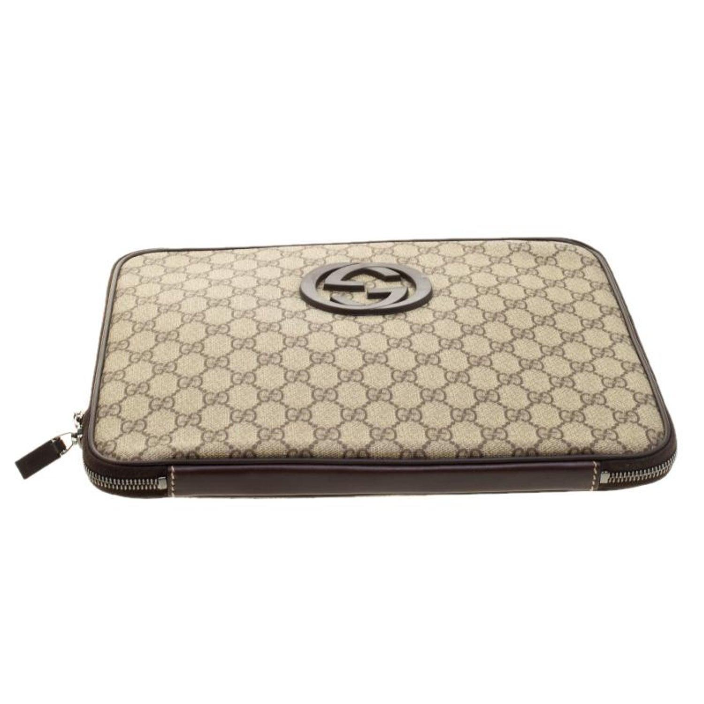 b34e3a382de Gucci Beige GG Supreme Canvas Interlocking GG Netbook Case For Sale at  1stdibs