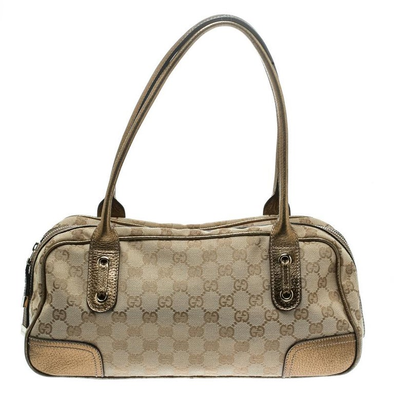 Crafted from GG canvas and leather, this bag from Gucci is designed with minimal style details but with high attention to craftsmanship so that it may assist you with durability. The spacious interior of the bag is lined with fabric and secured by a