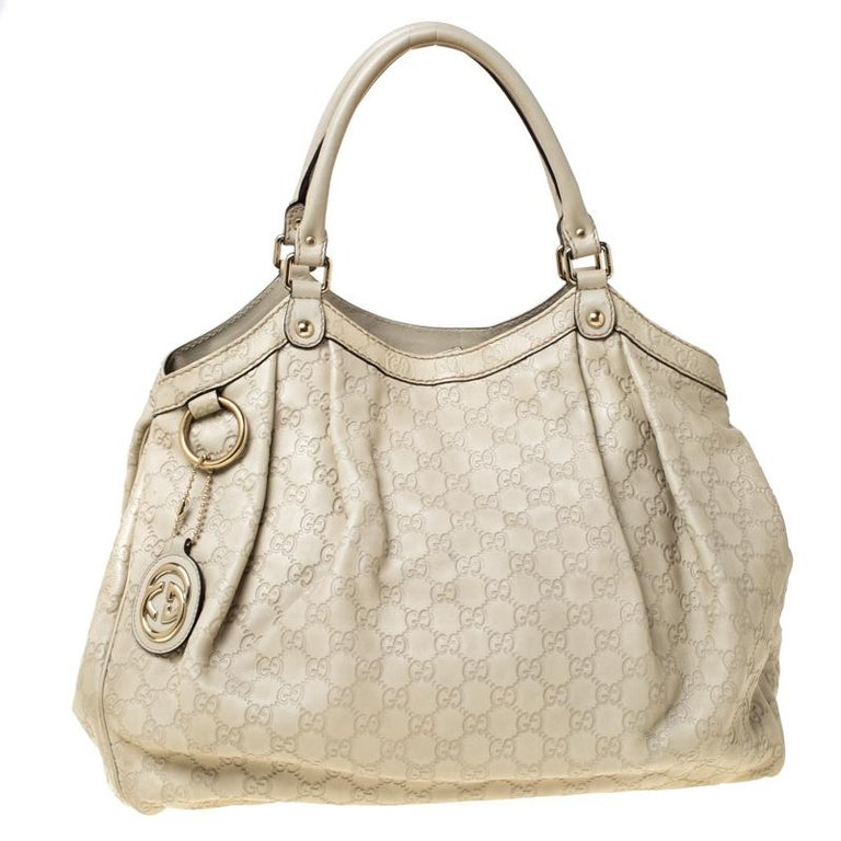 The Sukey is one of the best-selling designs from Gucci and we believe you deserve to have one too. Crafted from Guccisima leather and equipped with a spacious interior, this bag is ideal for you and will work perfectly with any outfit. It is