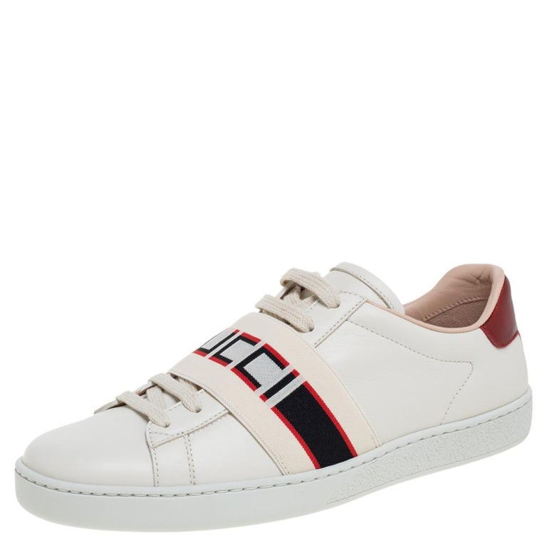 Stacked with signature details, this Gucci pair is rendered in leather and is designed in a low-cut style with lace-up vamps. They have been fashioned with a logo-printed strap across the vamps and lace-up fastenings. Complete with contrasting trims